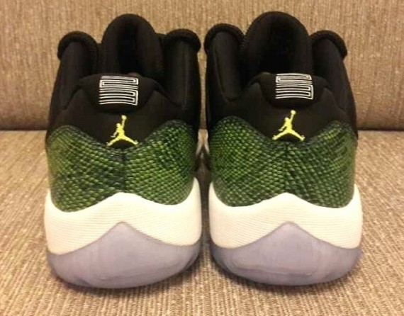 air-jordan-11-low-green-snake-3
