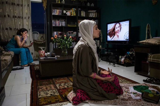 a-look-inside-the-lives-of-everyday-iranian-youth-12