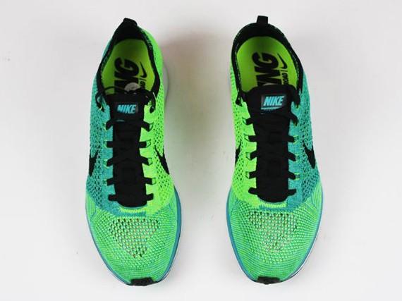 nike-flyknit-racer-turquoise-neon-2