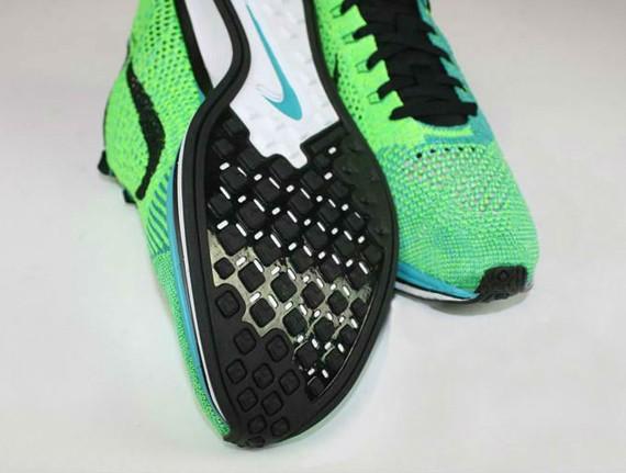 nike-flyknit-racer-turquoise-neon-3