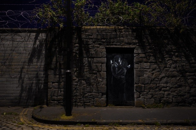 banksy-unveils-new-street-piece-2