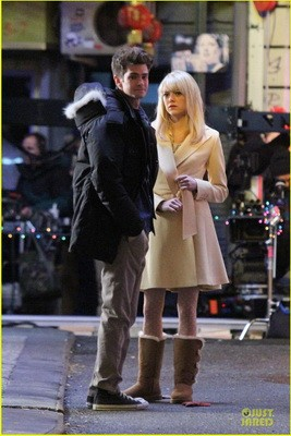 emma-stone-andrew-garfield-scene-stealing-couple-on-amazing-spiderman-2-set-02