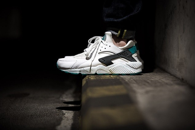 nike-air-huarache-white-turbo-green-2-960x640