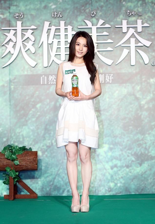 2014年「爽健美茶」特別邀請形象自然清新的Hebe擔任全新代言人