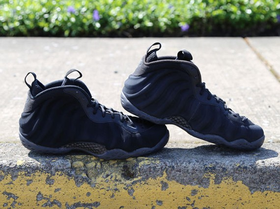 nike-foamposite-one-black-suede-3
