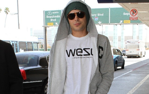 ZAC EFRON AT LAX AIRPORT