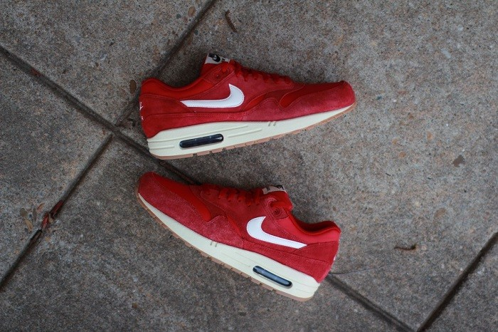 nike-air-max-1-essential-suede-gym-red-2