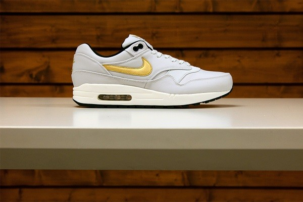 nike-nsw-2014-gold-trophy-pack-4