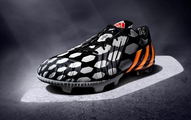 Predator LZ 售價:$8,800 M19888 6月12日上市 Battle Pack系列中唯一採用黑底白面(其他均採用白底黑面)設計的球鞋,深受奧斯卡 (Oscar) 、奧斯爾 (Mesut Özil) 和費南多・托雷斯(Fernando Torres) 所喜愛,在控球、觸感、準度或力量方面均無與倫比。