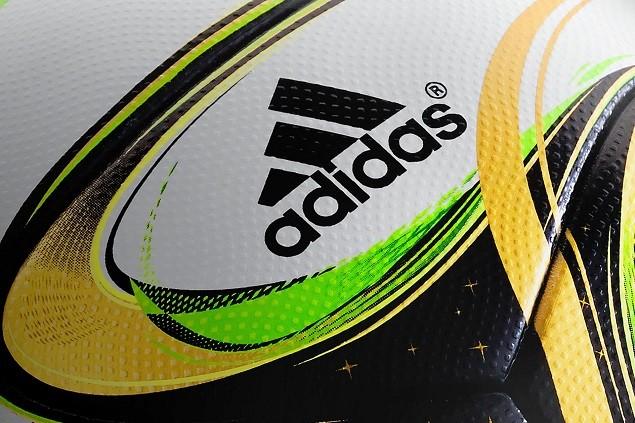 adidas 從1970 年起,便開始與FIFA 合作共同製作世界盃比賽用球,並於近期延長了這項合作關係至2030年。