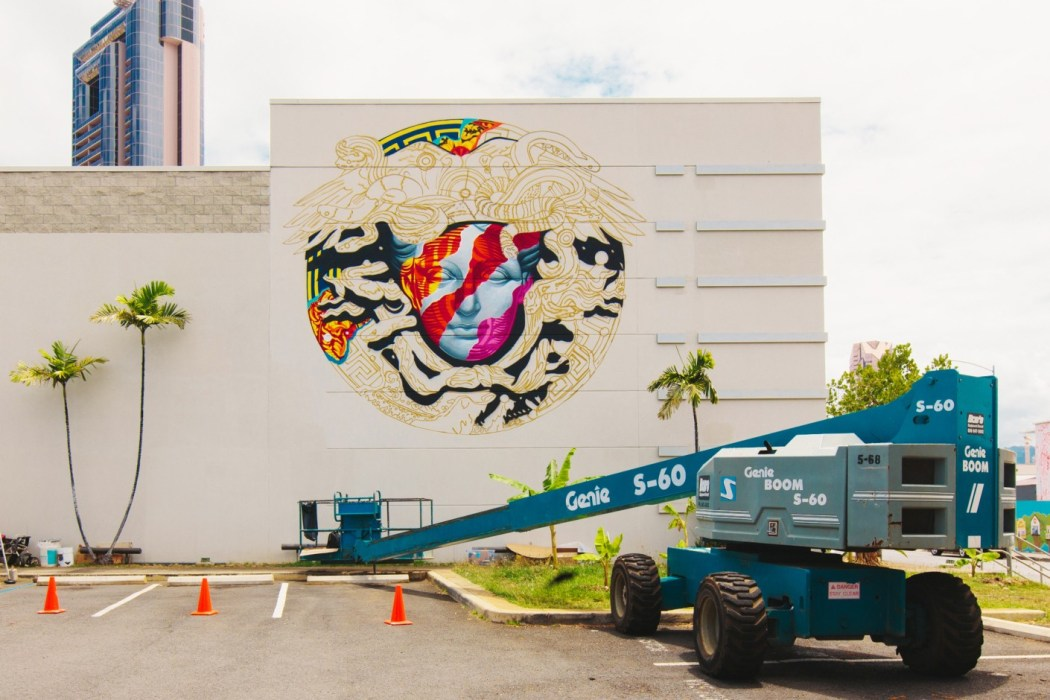 pow-wow-hawaii-x-versace-mural-by-tristan-eaton-09