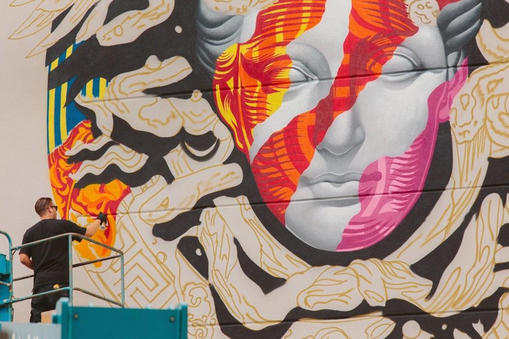 pow-wow-hawaii-x-versace-mural-by-tristan-eaton-10
