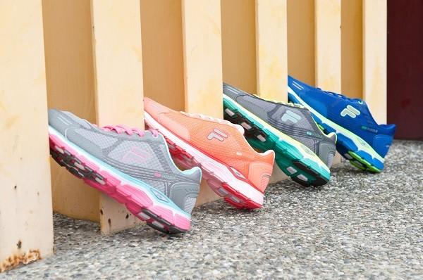 01_FILA Bubblerun Puzzle專業慢跑鞋 定價4,280元