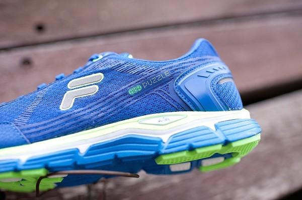 02_FILA Bubblerun Puzzle最新3D Puff Print貼合印刷 以流線發泡材質作為支撐結構 提供鞋面的有效支撐並大幅減低鞋身重量 定價4,280元