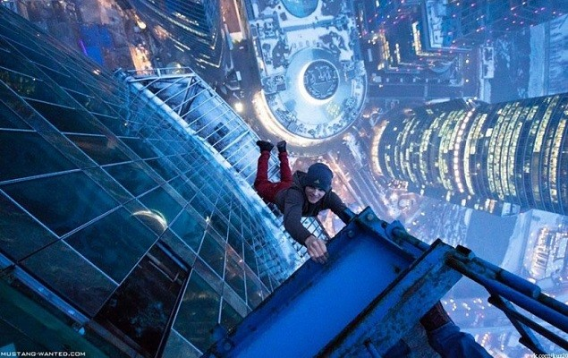 adaymag-30-death-defying-photos-will-make-heart-skip-beat-09-830x552