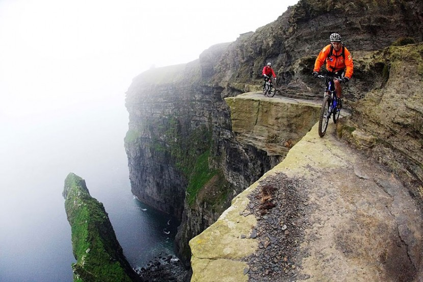 adaymag-30-death-defying-photos-will-make-heart-skip-beat-23-830x553