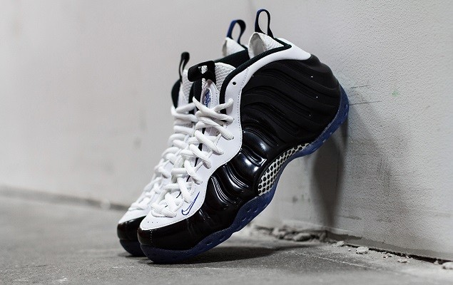 a-closer-look-at-the-nike-air-foamposite-one-black-white-1