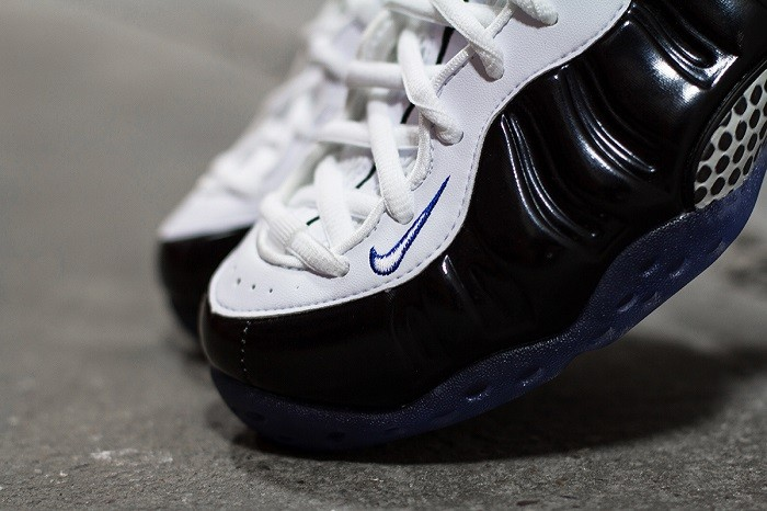 a-closer-look-at-the-nike-air-foamposite-one-black-white-2