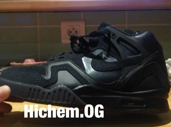 nike-air-tech-challenge-ii-blackout-02