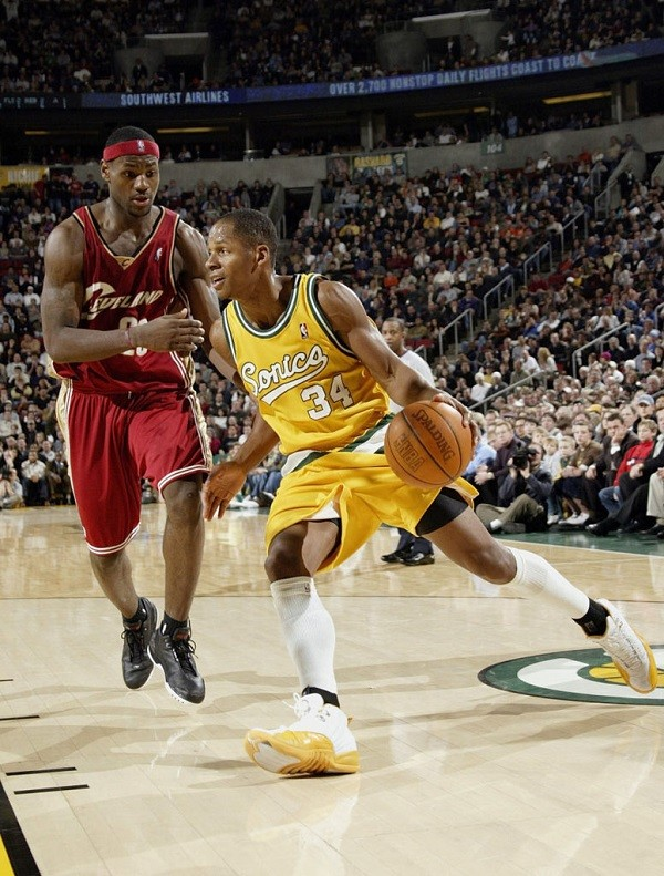 lebron-james-cleveland-cavaliers-2003-10