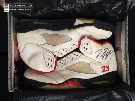 air-jrodan-5-white-fire-red-michael-jordan-original-06-570x427