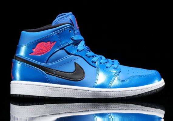 air-jordan-1-mid-sport-blue-1