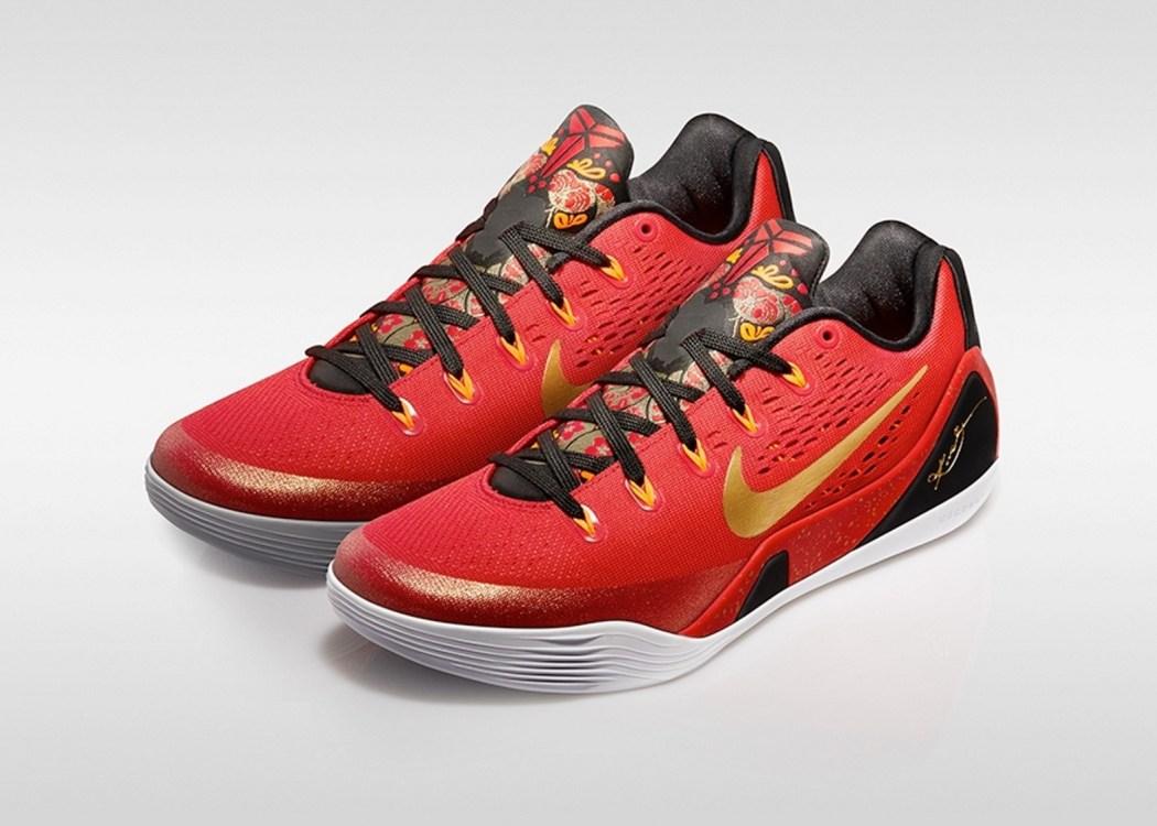 Nike Kobe IX China Pack中國版以刺繡為設計靈感,鞋身使用正紅色和金色的搭配