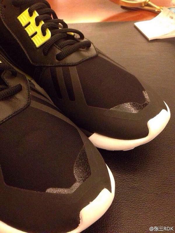 adidas-kanye-west-tubular-snake-black-yellow-02
