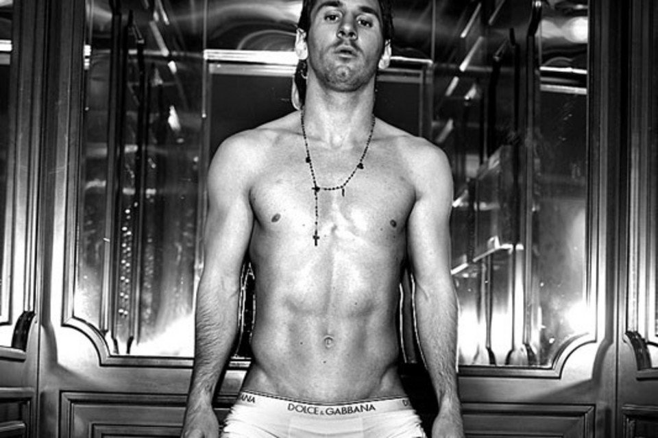 Lionel-Messi-in-Dolce-Gabbana-new-underwear-campaign