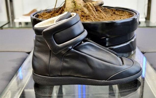maison-martin-margiela-yeezus-tour-limited-edition-sneakers_03