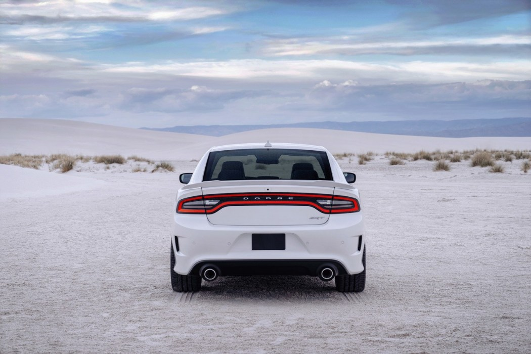 2015-dodge-charger-srt-hellcat-003