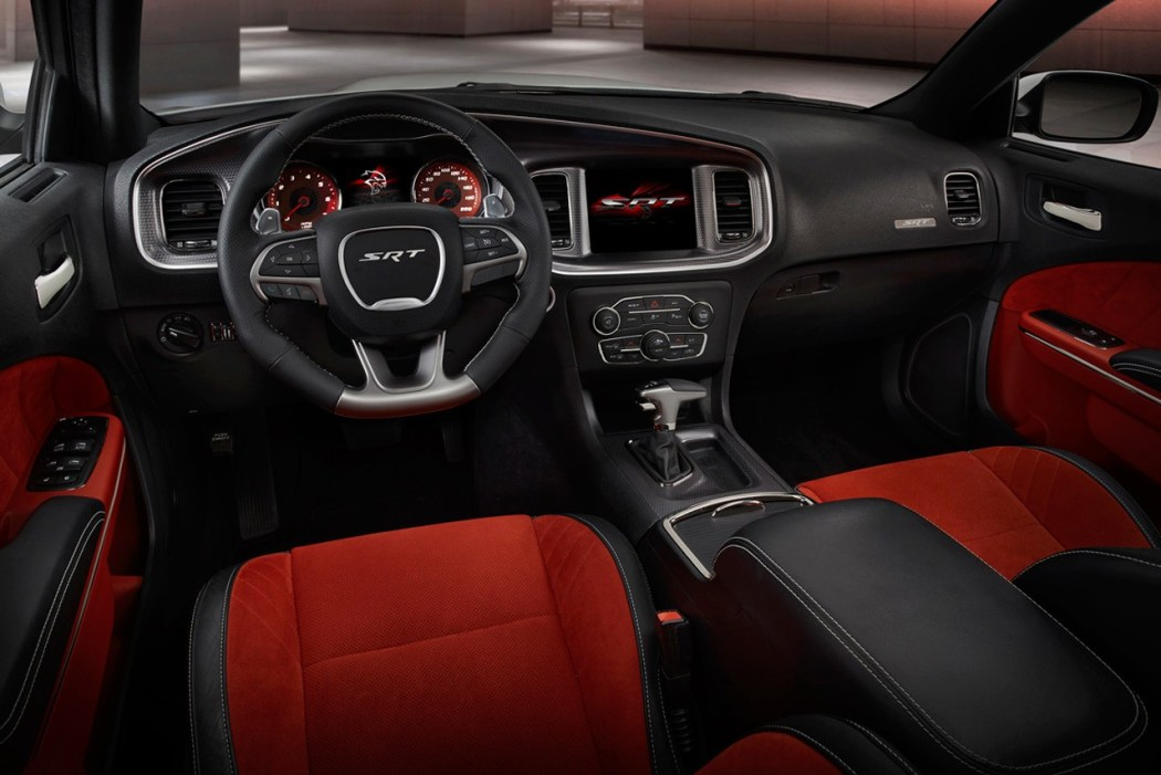 2015-dodge-charger-srt-hellcat-004