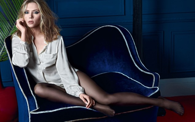 Beauty-Scarlett-Johansson-With-Long-Clothes1