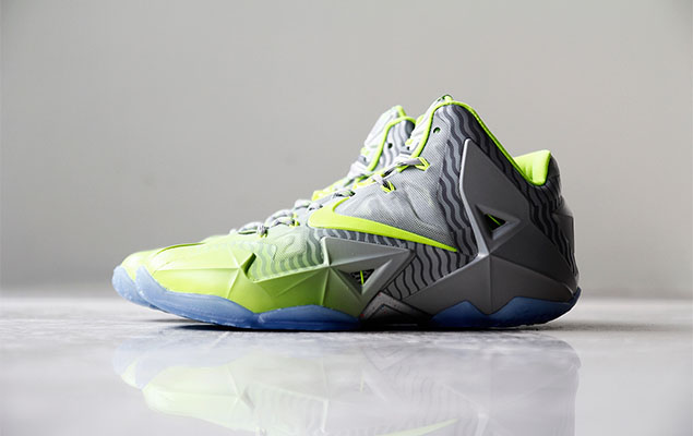 a-closer-look-at-the-nike-lebron-11-metallic-luster-ice-volt-1