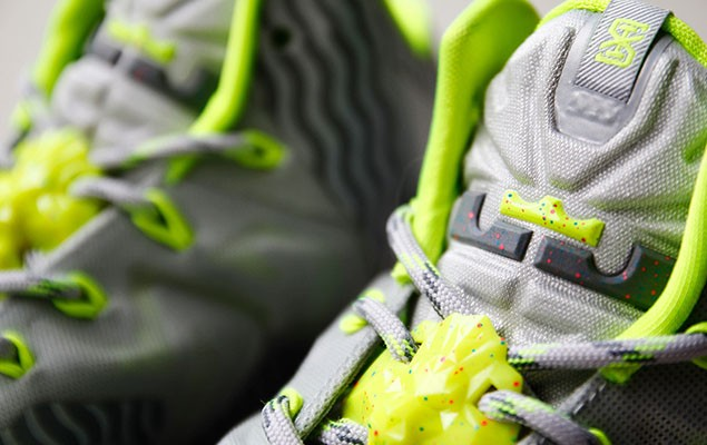 a-closer-look-at-the-nike-lebron-11-metallic-luster-ice-volt-5
