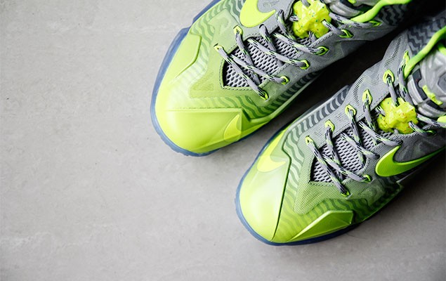 a-closer-look-at-the-nike-lebron-11-metallic-luster-ice-volt-3