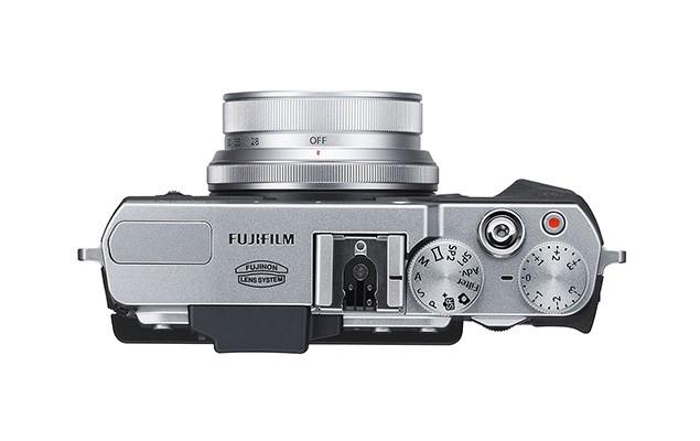 fujifilm-x30-enthusiast-compact-camera-2