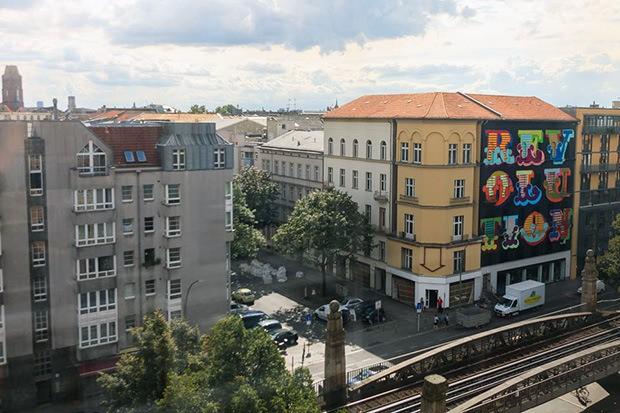 ben-eine-paints-mural-in-berlin-for-project-m-04-04