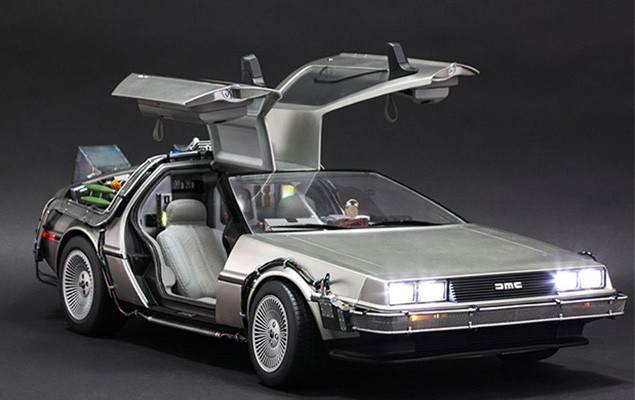 hot-toys-delorean-collectible-toy-1