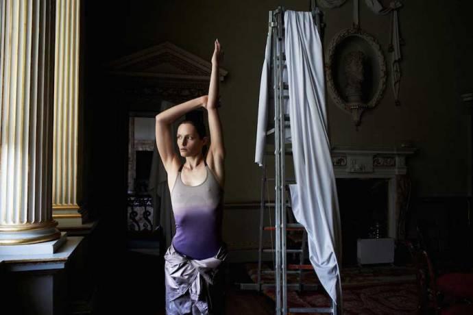 adidas by Stella McCartney 大自然概念走入 2014 秋冬季節 深淺滿版圖紋交融大地色系 展現女性優美運動風格 Yoga系列 暈色運動背心$3,000_連身工作褲$6,800_已上市
