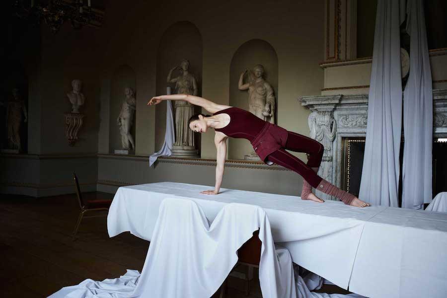 Yoga瑜珈系列 無縫線連身衣$3,600_針織短褲$2,600_襪套$1,000_已上市