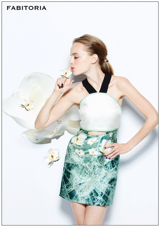 AXES新進人氣台灣新銳品牌FABITORIA薄冰琉璃鏤空洋裝,推薦價 15,500元