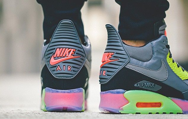 nike-2014-holiday-air-max-90-sneakerboot-ice-collection-3