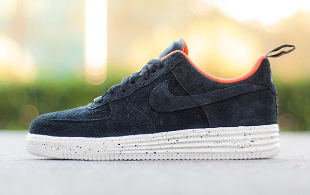 undefeated-nike-lunar-force-1-low-01