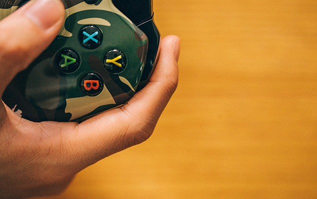 a-closer-look-at-the-xbox-one-aape-by-a-bathing-ape-edition-8