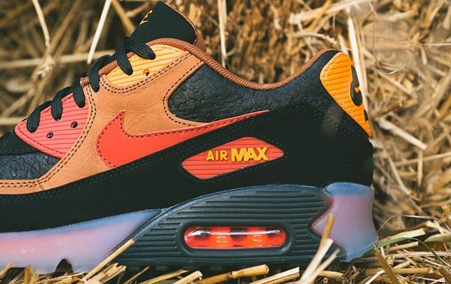 a-closer-look-at-the-nike-air-max-90-ice-halloween-2