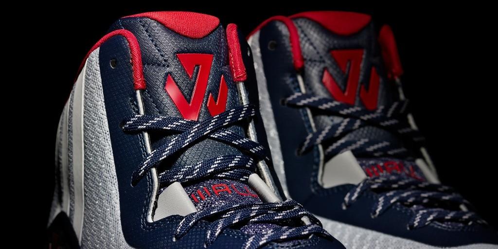 "4.adidas設計團隊以John Wall的名字融入為元素,全新的John Wall 專屬Logo以John Wall姓名縮寫""JW""作為設計主體,""J""以他著名的Cross-over作為概念,而""W""代表他場上飆速球風與超人的過人能力"