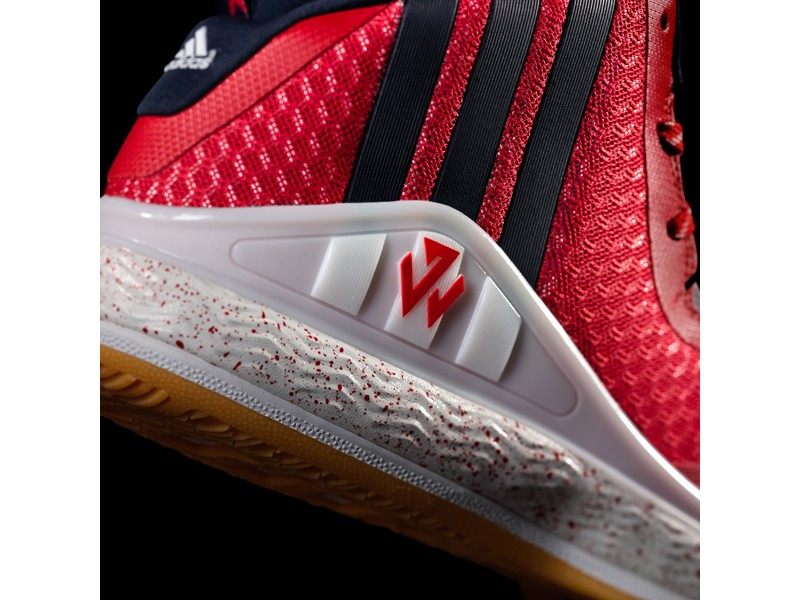 5.J Wall 1中底採用全腳掌adiprene+提供絕佳的回饋避震、舒適與從足跟到腳趾的卓越能量轉換。而側邊全長FITFRAME提供更多的鞋面支撐,讓John Wall在場上發動每一次爆炸型的切入攻擊
