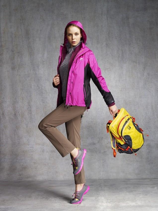 02_FILA OUTDOOR系列 以斑斕色彩搭配輕量保暖素材 時尚、保暖、輕量兼具 打造全新Smart layer登山穿搭概念 本季更推出尺寸眾多的登山包款 是登山首選配件之一!
