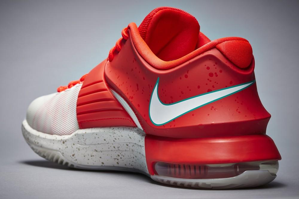 nike-basketball-2014-christmas-sneakers-09